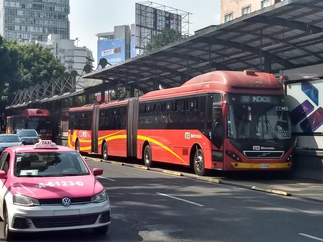 El transporte público es un sector susceptible para utilizar hidrógeno en sustitución de combustibles fósiles, como ya se experimenta en la ciudad de São Paulo, en Brasil, pero su desarrollo requiere de inversiones millonarias. En la imagen, una unidad del sistema de transporte público Metrobús en Ciudad de México. Foto: Emilio Godoy/IPS