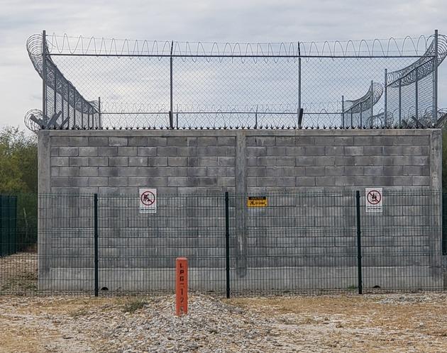 La comunidad Benavides Grande y Benavides Olivares, en el estado de Nuevo León, en el noreste de México, sufre la explotación en sus inmediaciones de hidrocarburos, como este pozo de gas perforado mediante fractura hidráulica y que registró una fuga en 2019. Foto: Cortesía de Aristeo Benavides