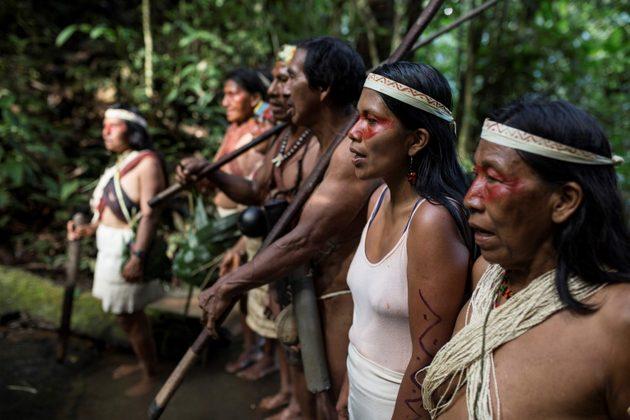 Nemonte Nenquimo en su comunidad. Foto: Sophie Pinchetti/Amazon Frontlines