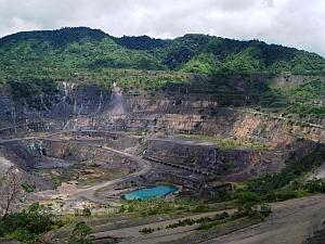 El cobre y el oro de la mina Panguna esperan un acuerdo político antes de que se pueda reanudar la extracción. Foto: Catherine Wilson / IPS