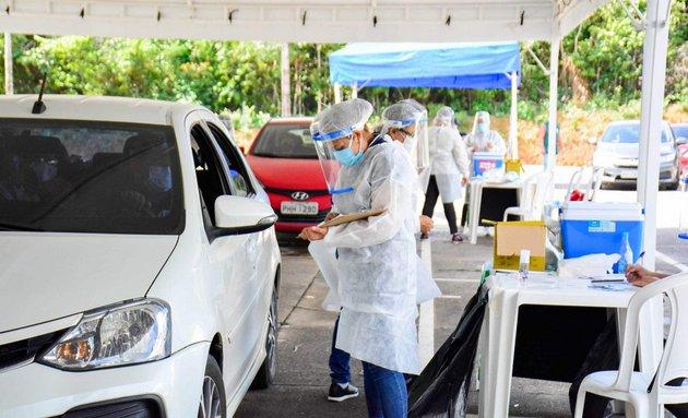 La vacunación en Manaus, capital del estado de Amazonas, es más acelerada que en el resto de Brasil, en un esfuerzo para controlar la pandemia, cuya segunda ola provocó el colapso del sistema de salud de la ciudad y muchas muertes por asfixia, ante la escasez de oxígeno. Foto: Valdo Leão / Semcom-Fotos Públicas