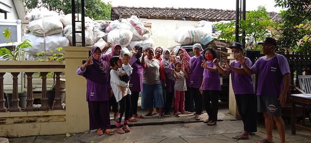 Los residentes de Ngadirejo, un pueblo de Indonesia, venden sus desechos orgánicos e inorgánicos a un banco de residuos del municipio de Sukoharjo, en la provincia de Java Central. Foto: Cortesía de Serono Arief Wijaya / ProKlim Ngadirejo
