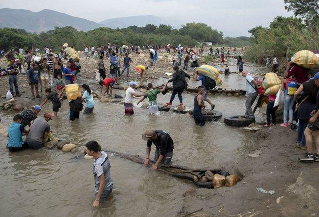 Crisis humanitaria por el éxodo venezolano hacia Colombia. Foto: Shutterstock