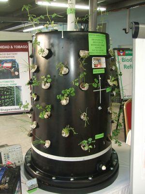La unidad hidropónica también puede funcionar con energía solar. Crédito: Jewel Fraser/IPS.