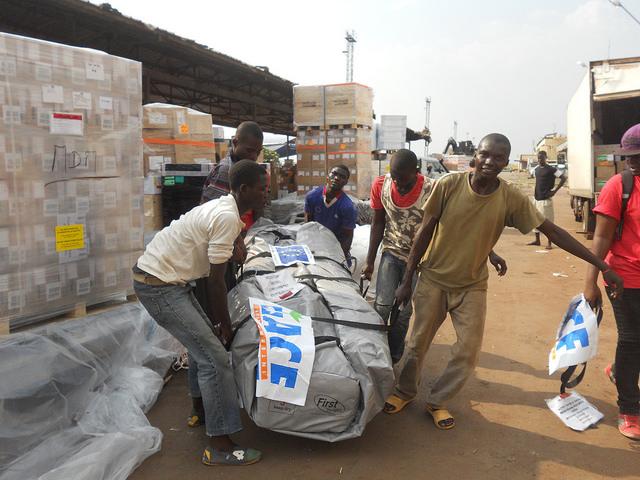 La Unión Europea envía aviones de carga con suministros humanitarios a República Centroafricana. Crédito: EU/ECHO Jean-Pierre Mustin/cc by 2.0