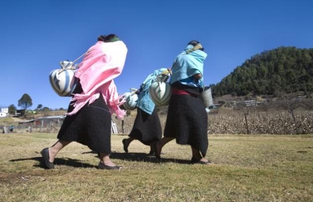 Mujeres indígenas en el estado de mexicano de Chiapas, a las que el desarrollo y los derechos tardan en llegar. Crédito: Mauricio Ramos/IPS