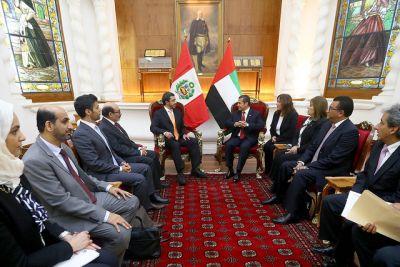 El presidente peruano, Ollanta Humala, durante la audiencia al ministro de Relaciones Exteriores emiratí, jeque Abdulah bin Zayed al Nahyan, y su delegación, en el Palacio de Gobierno. Crédito: Presidencia de Perú.