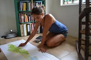 Berber van Beek estudia la geología de Curazao. Crédito: Mark Olalde/IPS