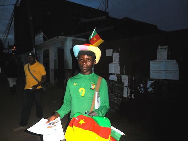 Un fanático de los 'leones indomables', la selección nacional de fútbol de Camerún. Este país de África central se clasificó siete veces a la Copa Mundial de la FIFA, un récord africano. Crédito: Ngala Killian Chimtom/IPS