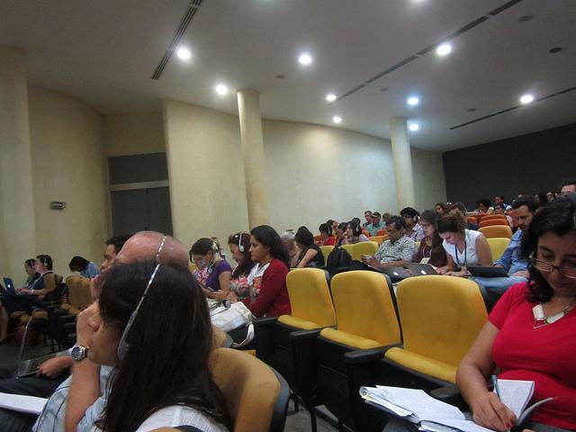 Participantes en el Seminario Internacional sobre el Banco de los BRICS, durante uno de los múltiples paneles realizados el 16 y el 17 de julio en Fortaleza, Brasil. El seminario fue el foro paralelo de las organizaciones sociales a la Sexta Cumbre anual del BRICS celebrada en la ciudad brasileña. Crédito: Mario Osava/IPS