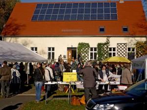 Casa parroquial de Atterwasch equipada con paneles solares. Crédito: Christian Huschga