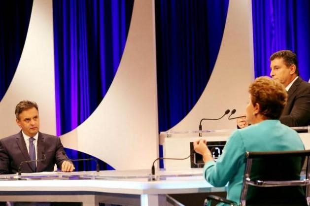 El candidato opositor, Aécio Neves, durante su turno en un debate con la presidenta Dilma Rousseff, durante un debate electoral el 16 de octubre. Crédito: Marcos Fernandes/FotosPúblicas