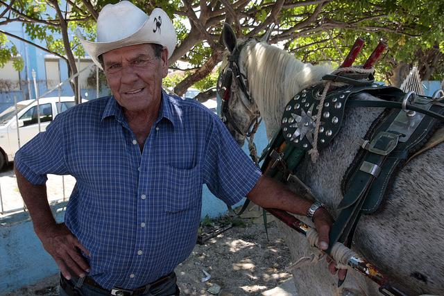 Bienvenido García es cochero desde hace 11 años en el balneario de Varadero, en el occidente cubano. Crédito: Jorge Luis Baños/IPS