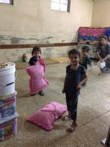 Aula de una escuela de Erbil, capital del Kurdistán iraquí, convertida en refugio para las personas desplazadas por el avance del Ejército Islámico (EI) en septiembre de 2014. Crédito: Annabell Van den Berghe/IPS