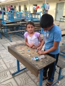 Una escuela de Erbil, capital del Kurdistán iraquí, convertida en refugio para las personas desplazadas por el avance del Ejército Islámico (EI) en septiembre de 2014. Crédito: Annabell Van den Berghe/IPS