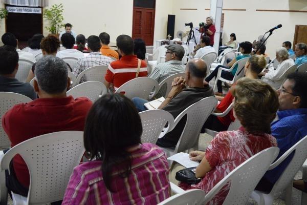 """Participantes en el coloquio """"Cuba: soberanía y futuro"""", promovida por el proyecto Cuba Posible, en la ciudad de Cárdenas. Crédito: IPS Cuba"""