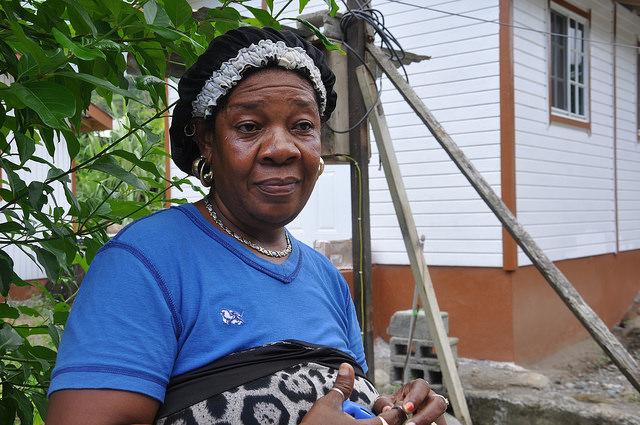 Gleanda Williams, de San Vicente, relata la tormenta de abril de 2011 y diciembre de 2013 que dejó 13 personas muertas. Crédito: Desmond Brown/IPS