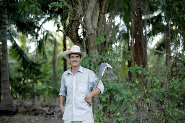 El salvadoreño Adolfo es un ejemplo de los beneficios de la agroecología campesina. Crédito: Jason Taylor/Amigos de la Tierra Internacional