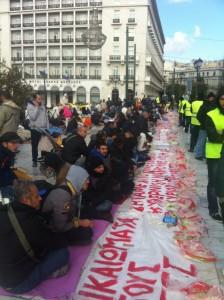Cerca de 300 inmigrantes sirios protestan en el mismo lugar de Atenas desde fines de noviembre. Crédito: Apostolis Fotiadis/IPS