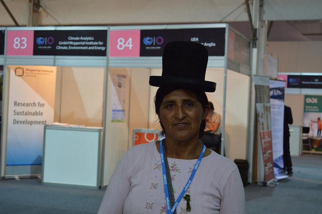 Bertha Guarachi, lideresa de un pequeño asentamiento rural e indígena en el valle de Cebollullo, en Bolivia, llegó a la COP 20, en Lima, para aprender a mejorar  la adaptación al cambio climático para su comunidad. Crédito: Diego Arguedas Ortiz /IPS