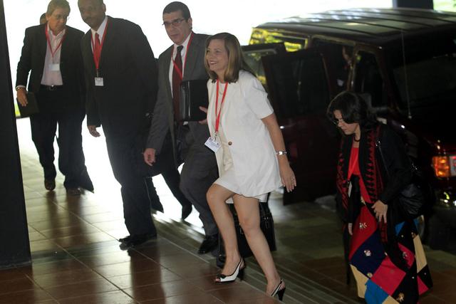 Josefina Vidal, directora general de Estados Unidos del Ministerio de Relaciones Exteriores de Cuba llega al Palacio de Convenciones de La Habana, donde se realizó la primera ronda de negociaciones para el restablecimiento de relaciones diplomáticas con Washington. Crédito: Jorge Luis Baños/IPS