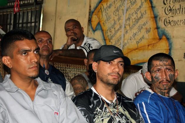 Líderes de la Mara Salvatrucha en el penal de Ciudad Barrios, en el departamento salvadoreño de San Miguel, en 2012. Crédito: Tomás Andréu/IPS