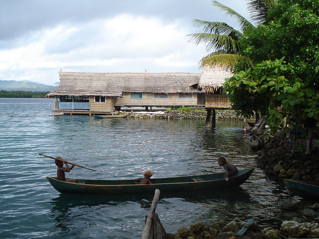 Los estados insulares del Pacífico están rodeados por el océano más grande del mundo, pero inadecuados recursos hídricos, infraestructura de mala calidad y cambio climático dejan a algunas comunidades sin suficiente agua para satisfacer sus necesidades básicas. Crédito: Catherine Wilson/IPS.