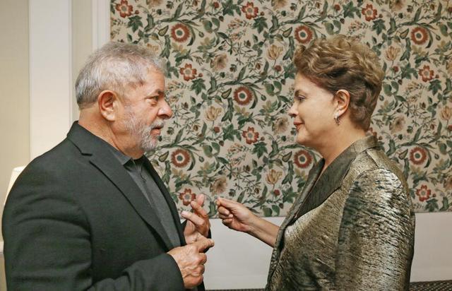 La presidenta Dilma Rousseff, durante un encuentro con su antecesor, el exgobernante Luiz Inácio Lula da Silva, en la ciudad de São Paulo, con las turbulencias políticas y económicas brasileñas de telón de fondo. Crédito: Ricardo Stuckert/Instituto Lula