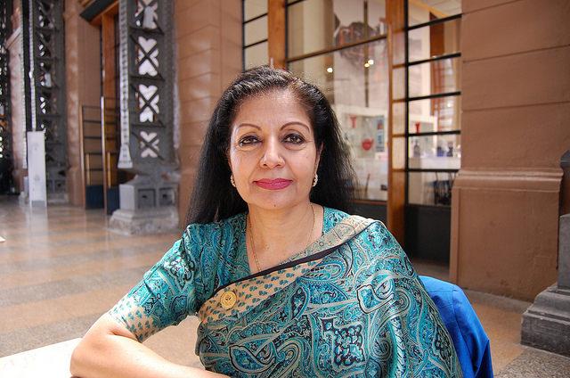 La directora ejecutiva adjunta de ONU Mujeres, Lakshmi Puri, durante la reunión internacional sobre Mujeres en el Poder, que se celebró en Santiago de Chile el 27 y el 28 de febrero. Crédito: Marianela Jarroud/IPS