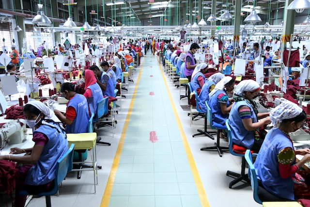 Bangladesh exporta 24.000 millones de dólares en prendas de vestir al año. Crédito: Obaidul Arif / IPS