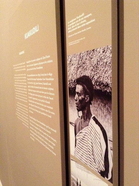 Artistas africanos desvelados en una muestra en el museo Quai Branly, París, abril de 2015. La fotografía de Kuakudili, de Costa de Marfil, da un rostro a quien talló máscaras para bailarines mascarados y para su propio pueblo; un estilo que inspiró a cubistas occidentales. Crédito: A.D. McKenzie/IPS