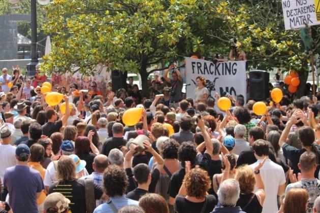Cientos de manifestantes se concentraron contra la fractura hidráulica en Santander, la capital de la comunidad de Cantabria, en el norte de España. Crédito: Asamblea Contra el Fracking de Cantabria