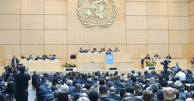 La Asamblea Mundial de la Salud, durante la intervención en la jornada inaugural de su 68 sesión de la canciller alemana, Angela Merkel. Crédito: OMS