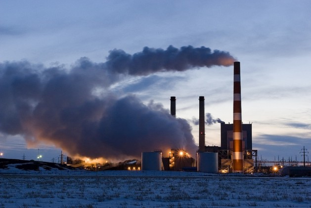 Organizaciones de la sociedad civil sostienen que los combustibles fósiles no deberían recibir ningún tipo de financiación climática. Crédito: Bigstock