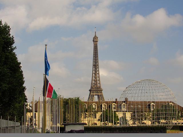 """Vista externa de la sede de la UNESCO en París, conferencia científica """"Nuestro futuro común bajo el cambio climático"""", como uno de los encuentros previos a la cumbre climática de diciembre. Crédito: Fabíola Ortiz/IPS"""