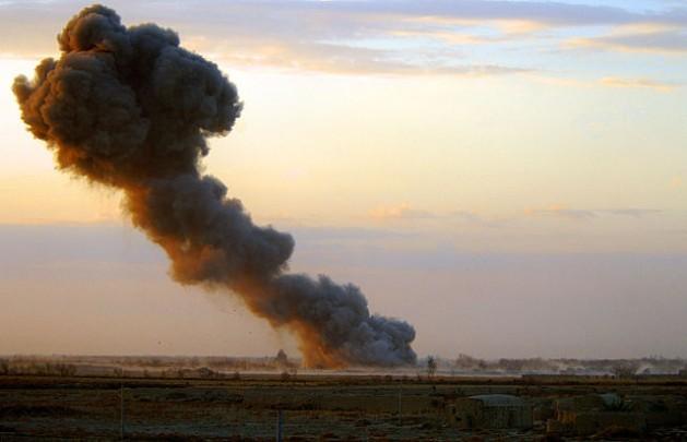 Bombardeos aéreos de las fuerzas aliadas occidentales pone fin a la Operación Glaciar 4, una ofensiva contra las fuerzas del movimiento extremista Talibán en Afganistán, en 2007. Crédito: Sean Clee/licencia OGL
