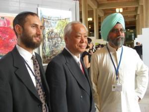 Tres participantes de la Cumbre de la Conciencia, realizada en julio en París. Crédito: A.D. McKenzie/IPS
