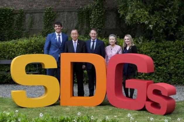 El secretario general Ban Ki-moon (segundo desde la izquierda) en Dublín. Crédito: Evan Schneider/ONU