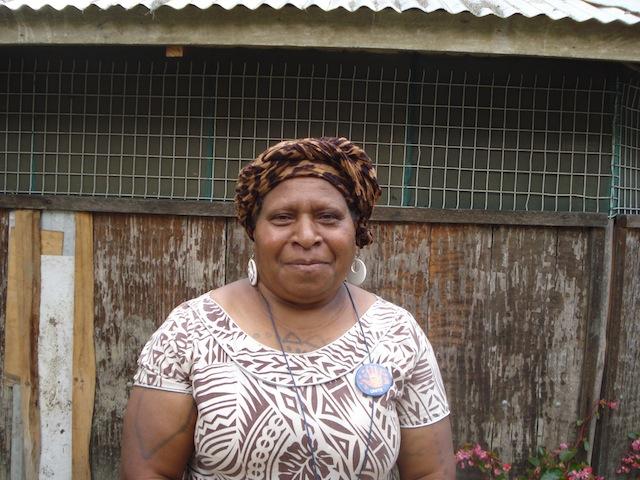 La organización Voice for Change, encabezada por Lilly Be'Soer, trabaja incansablemente desde hace seis años para lograr la paz y reubicar a las personas desplazadas por los enfrentamientos entre clanes en la provincia de Jiwaka, en Papúa Nueva Guinea. Crédito: Cortesía Catherine Wilson.