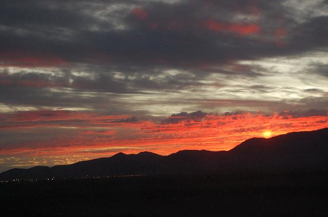 La ciudad de Calama se define a sí misma como un oasis, escondido en medio del desierto de Atacama, el más árido del mundo. Es también punto estratégico de la minería de la región de Antofagasta, en el norte de Chile, que tiene al cobre como su principal actividad económica. Crédito: Marianela Jarroud/IPS