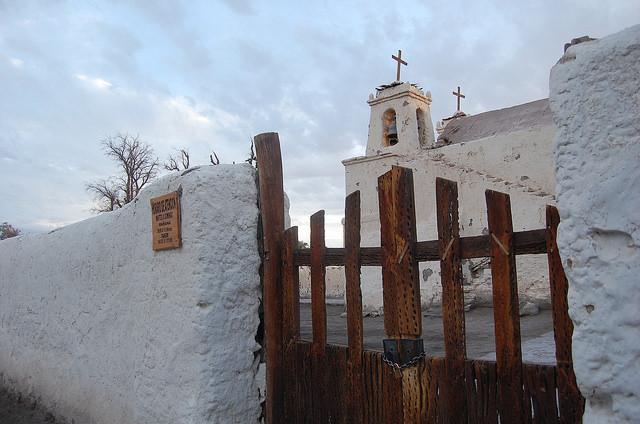 Chiu Chiu,  un pueblo a 38 kilómetros de Calama, en el altiplano del norte de Chile,  vive de la agricultura y del turismo. Su principal atracción es la Iglesia San Francisco, clasificada como monumento nacional. Crédito: Marianela Jarroud/IPS