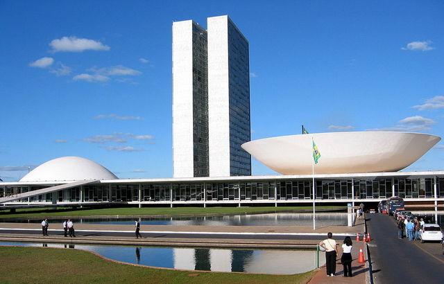 Sede del bicameral Congreso Nacional legislativo, en Brasilia, donde el 6 de octubre se dio el primer paso para un posible juicio político en el Senado a la presidenta brasileña, Dilma Rousseff, que eventualmente llevaría a su inhabilitación. Crédito: Creative Commons