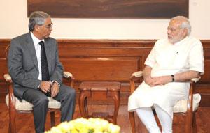 El ex primer ministro de Nepal, Sher Bahadur Deuba (a la izquierda), junto al primer ministro de India, Narendra Modi. Crédito: Wikimedia Commons