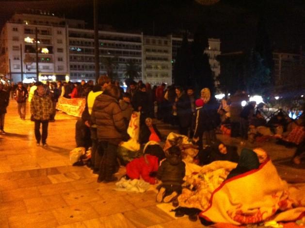 Migrantes sirios protestan en Atenas para que se les permita ir a otros países europeos, en diciembre de 2014. Crédito: Apostolis Fotiadis/IPS