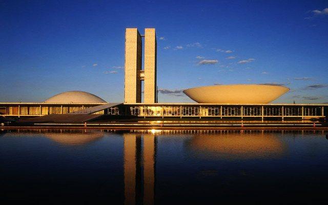 En este emblemático edificio de Brasilia, sede del Congreso Nacional legislativo, se decidirá a lo largo de los próximos meses la suerte política de la presidenta Dilma Rousseff. Crédito: Congreso de Brasil