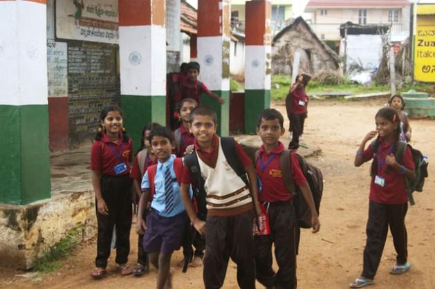 Escolares de Harohalli Taluq, una localidad 60 kilómetros al sur de Bangalore, India. Crédito: Malini Shankar/IPS