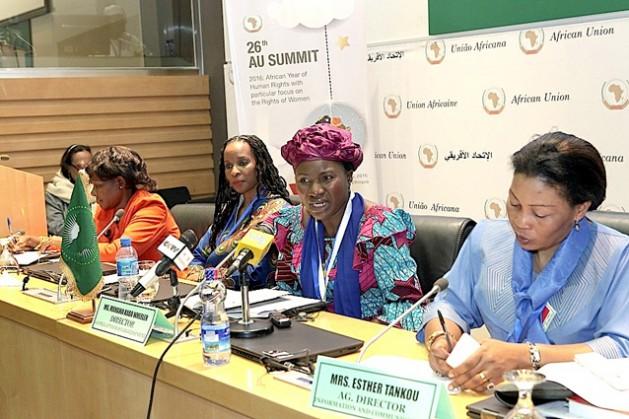 Mahawa Kaba Wheeler mientras responde una pregunta, durante una rueda de prensa en Addis Abeba, la capital de Etiopia, donde tiene su sede la Unión Africana. Crédito: Cortesía de la Comisión de la Unión Africana