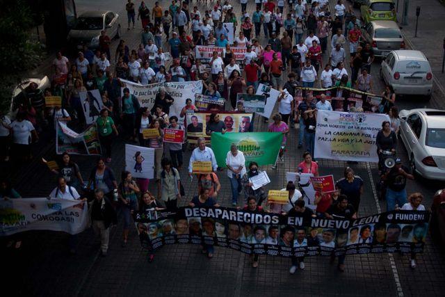 Manifestación en Monterrey, la capital del nororiental estado de Nuevo León, en México, al paso de la Caravana por la Paz, la Vida y la Justicia. Crédito: Mónica González/Pie de Página