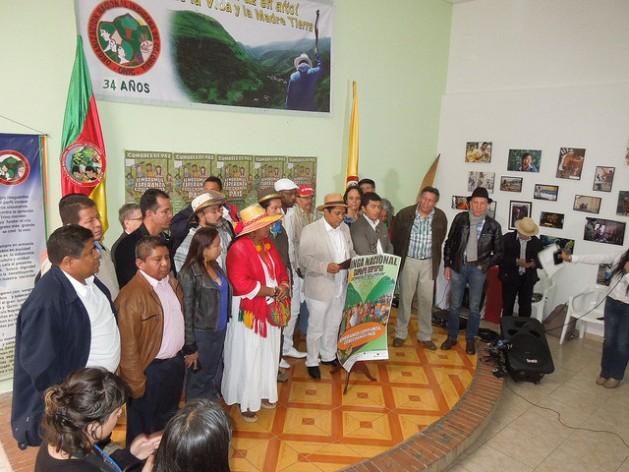 Parte de la dirigencia de la Cumbre Agraria, Campesina, Étnica y Popular, durante el anuncio de la Minga Nacional indefinida a partir del 30 de mayo de 2016, en la sede de la Organización Nacional Indígena de Colombia, en Bogotá. Crédito: Constanza Vieira/IPS