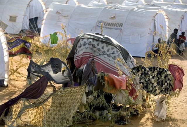 Refugios provisorios y nuevas tiendsa de campaña en la sección de recién llegados en el campamento de Ifo, en Kenia. Crédito: Acnur/E.Hockstein